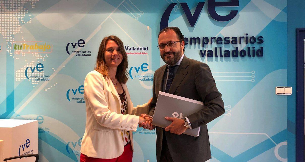 La presidenta Angela de Miguel y el presidente de Colegio de Abogados de Valladolid Javier Garicano,