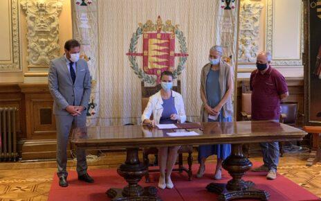 Ángela de Miguel firma del Diálogo Social Ayuntamiento de Valladolid
